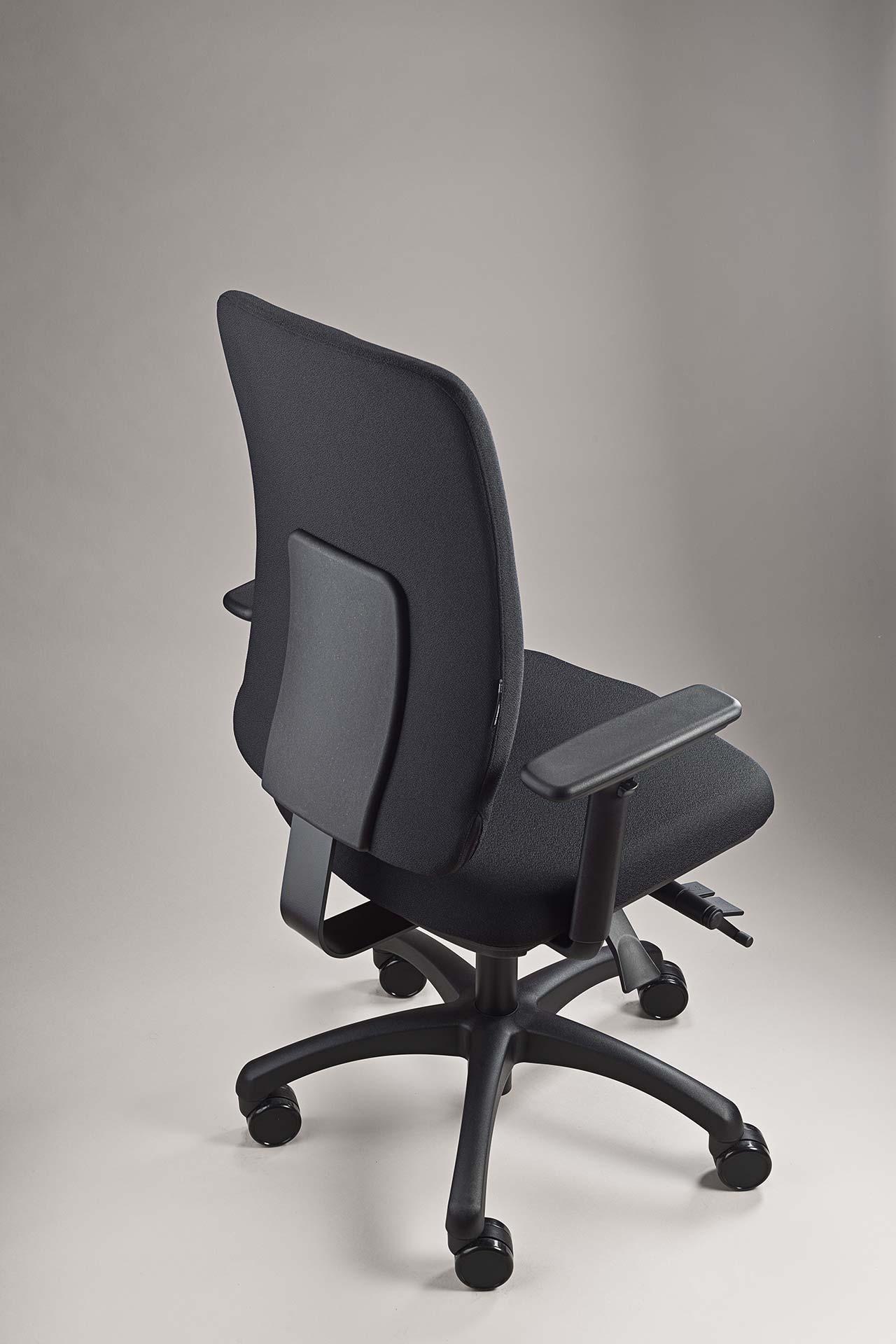 gesund arbeiten gmbh - Bürodrehstuhl motion.plus mit Stoff Xtreme und schwarzer Abdeckung Rückenlehne