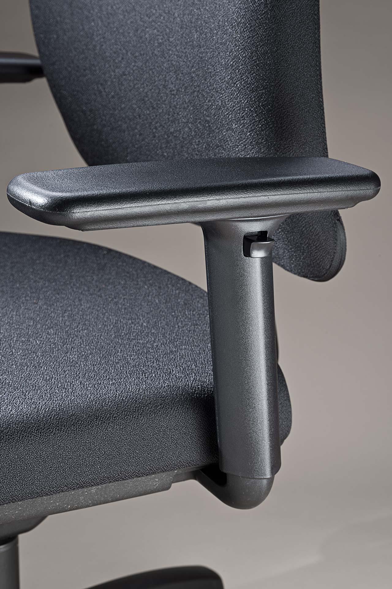 gesund arbeiten gmbh - Bürodrehstuhl motion.plus mit höhenverstellbare Armlehnen mit schwarzem Kunststoff-Träger
